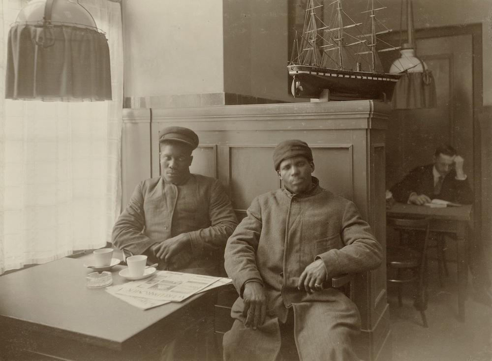 Most likely Surinamese seamen at the Amsterdam Zeemanshuis c. 1915-1916, Beeldbank Amsterdam